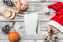 Ευχετήρια κάρτα Χριστουγέννων, Χριστούγεννα, νέα έτος και Χριστούγεννα μανταρίνια Χειροποίητα στοιχεία Στοκ Φωτογραφίες