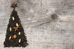 Ευχετήρια κάρτα χριστουγεννιάτικων δέντρων φιαγμένη από μαύρο τσάι στοκ φωτογραφία με δικαίωμα ελεύθερης χρήσης