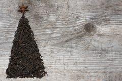 Ευχετήρια κάρτα χριστουγεννιάτικων δέντρων φιαγμένη από μαύρο τσάι Στοκ Εικόνες