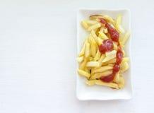 Ευώδεις τηγανιτές πατάτες με τη σάλτσα ντοματών Στοκ Εικόνες