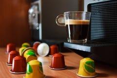 Ευώδες coffe πρωινού με τη μηχανή coffe Στοκ εικόνα με δικαίωμα ελεύθερης χρήσης