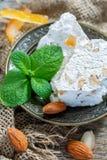 Ευώδες nougat με τα αμύγδαλα και το γλασαρισμένο πορτοκάλι Στοκ Φωτογραφία