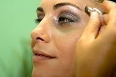 'Εφαρμογή' της σκιάς ματιών στοκ φωτογραφία με δικαίωμα ελεύθερης χρήσης