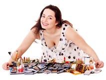 'Εφαρμογή' του κοριτσιού makeup στοκ φωτογραφίες