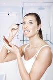 'Εφαρμογή' mascara της γυναίκας Στοκ εικόνα με δικαίωμα ελεύθερης χρήσης