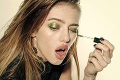 'Εφαρμογή' mascara της γυναίκας Skincare και visage Στοκ Φωτογραφίες