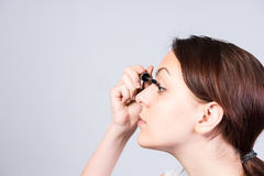 'Εφαρμογή' mascara των όμορφων νε&omicr Στοκ Εικόνα