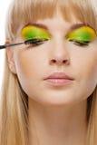 'Εφαρμογή' mascara ush των νεολαιών &g Στοκ εικόνα με δικαίωμα ελεύθερης χρήσης