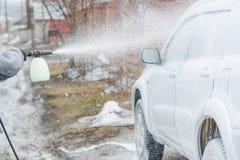 Εφαρμόστε τον αφρό στο αυτοκίνητο Ποινική ρήτρα το αυτοκίνητο Χημεία για το αυτοκίνητο Στοκ φωτογραφία με δικαίωμα ελεύθερης χρήσης