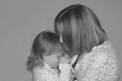 Εφηβικές μητέρα/αδελφές Στοκ εικόνα με δικαίωμα ελεύθερης χρήσης