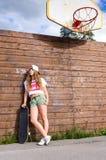 εφηβικός αστικός κοριτσ& Στοκ εικόνα με δικαίωμα ελεύθερης χρήσης