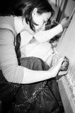 Εφηβικός εργαζόμενος με τον υφαίνοντας αργαλειό Στοκ φωτογραφία με δικαίωμα ελεύθερης χρήσης