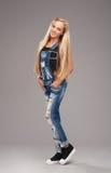 Εφηβικό μοντέρνο κορίτσι Στοκ φωτογραφία με δικαίωμα ελεύθερης χρήσης