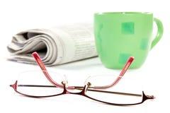 εφημερίδα γυαλιών καφέ Στοκ Φωτογραφίες