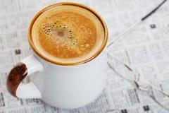 εφημερίδα καφέ Στοκ εικόνα με δικαίωμα ελεύθερης χρήσης
