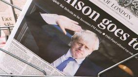 Εφημερίδα των The Times με Boris Johnson στην κάλυψη απόθεμα βίντεο