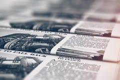 Εφημερίδες εκτύπωσης στην τυπογραφία απεικόνιση αποθεμάτων