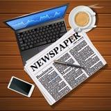 Εφημερίδα με το lap-top και κινητό τηλέφωνο με τον καυτό καφέ Στοκ Φωτογραφία