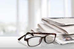 Εφημερίδες ανάγνωσης Στοκ Φωτογραφίες