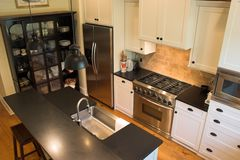 εφοδιασμένη κουζίνα Στοκ φωτογραφία με δικαίωμα ελεύθερης χρήσης