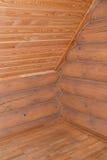 Εφοδιασμένη με ξύλα τοποθέτηση του ξύλινου σπιτιού Τεμάχιο μιας γωνίας και ενός CE Στοκ φωτογραφία με δικαίωμα ελεύθερης χρήσης