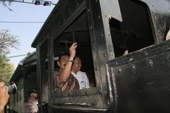 λεωφορείο καταστρωμάτων αρχαίων και μεταφορών ραγών στην πόλη σόλο, κεντρική Ιάβα στοκ εικόνα με δικαίωμα ελεύθερης χρήσης