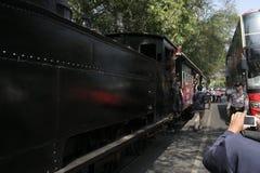 λεωφορείο καταστρωμάτων αρχαίων και μεταφορών ραγών στην πόλη σόλο, κεντρική Ιάβα στοκ εικόνες
