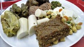 Εύγευστα αραβικά τρόφιμα στο πιάτο Στοκ εικόνα με δικαίωμα ελεύθερης χρήσης