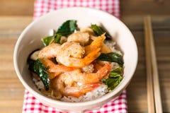 Εύγευστα ασιατικά τηγανισμένα γαρίδες και ρύζι Στοκ Φωτογραφία