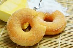 Εύγευστα γλυκά donuts με τη ζάχαρη Στοκ φωτογραφία με δικαίωμα ελεύθερης χρήσης