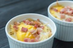 Εύγευστα ζυμαρικά με το αυγό και το μπέϊκον στοκ εικόνες με δικαίωμα ελεύθερης χρήσης