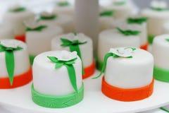 Εύγευστα ζωηρόχρωμα cupcakes Στοκ φωτογραφία με δικαίωμα ελεύθερης χρήσης