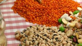 Εύγευστα και υγιή φυσικά τρόφιμα μιγμάτων οσπρίων απόθεμα βίντεο