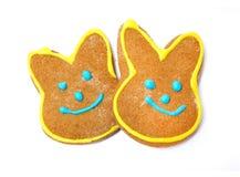 Εύγευστα μπισκότα σε ένα άσπρο υπόβαθρο bunny Πάσχα Στοκ Εικόνες