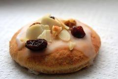 Εύγευστα μπισκότα ψωμιού πιπεροριζών που προετοιμάζονται για τα Χριστούγεννα Στοκ Φωτογραφίες