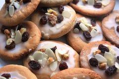 Εύγευστα μπισκότα ψωμιού πιπεροριζών που προετοιμάζονται για τα Χριστούγεννα Στοκ εικόνα με δικαίωμα ελεύθερης χρήσης