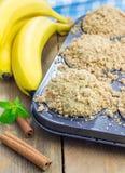 Εύγευστα σπιτικά muffins μπανανών κανέλας Στοκ εικόνα με δικαίωμα ελεύθερης χρήσης
