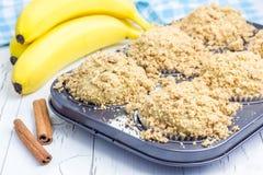 Εύγευστα σπιτικά muffins μπανανών κανέλας Στοκ Εικόνες