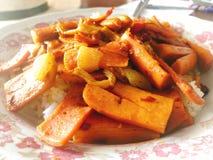 Εύγευστα ταϊλανδικά τρόφιμα  ανακατώστε τα τηγανητά στοκ εικόνες