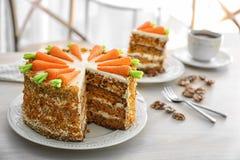 Εύγευστα τεμαχισμένα κέικ και τσάι καρότων Στοκ Εικόνα