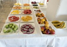 Εύγευστα φρούτα μπουφέδων προγευμάτων στο θέρετρο Masseria Torre Coccaro Στοκ Εικόνες