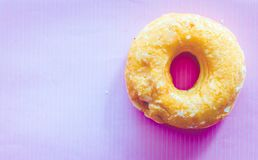 Εύγευστα donuts σε ένα ροζ Στοκ φωτογραφία με δικαίωμα ελεύθερης χρήσης