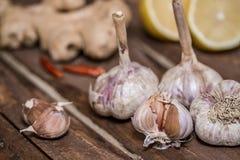εύγευστες οργανικές μαγειρεύοντας προετοιμασίες σκόρδου στοκ φωτογραφία