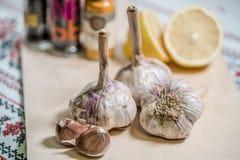 εύγευστες οργανικές μαγειρεύοντας προετοιμασίες σκόρδου στοκ εικόνα με δικαίωμα ελεύθερης χρήσης