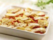 Εύγευστες σπιτικές ψημένες στη σχάρα πατάτες με το τυρί και το μπέϊκον Στοκ εικόνες με δικαίωμα ελεύθερης χρήσης