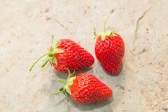 Εύγευστες ώριμες φράουλες στοκ φωτογραφία