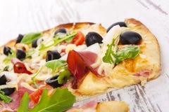 Εύγευστη λεπτομέρεια πιτσών. Στοκ εικόνες με δικαίωμα ελεύθερης χρήσης