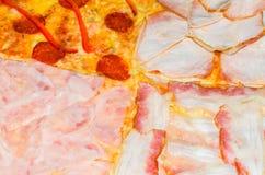 Εύγευστη πίτσα με τέσσερα διαφορετικά συστατικά Στοκ φωτογραφίες με δικαίωμα ελεύθερης χρήσης