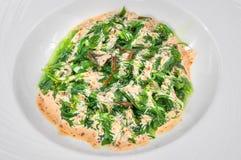 Εύγευστη πράσινη σαλάτα θαλασσινών που μαρινάρεται, απομονωμένος στοκ εικόνα με δικαίωμα ελεύθερης χρήσης