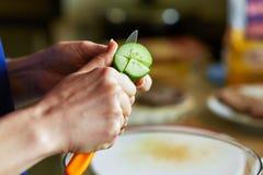 Εύγευστη προετοιμασία σαλάτας Στοκ Φωτογραφίες